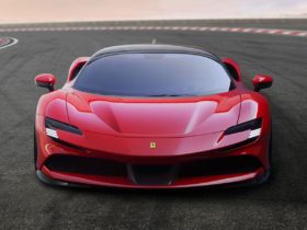 chris-harris-shares-his-experience-with-ferrari's-fastest-road-car-ever