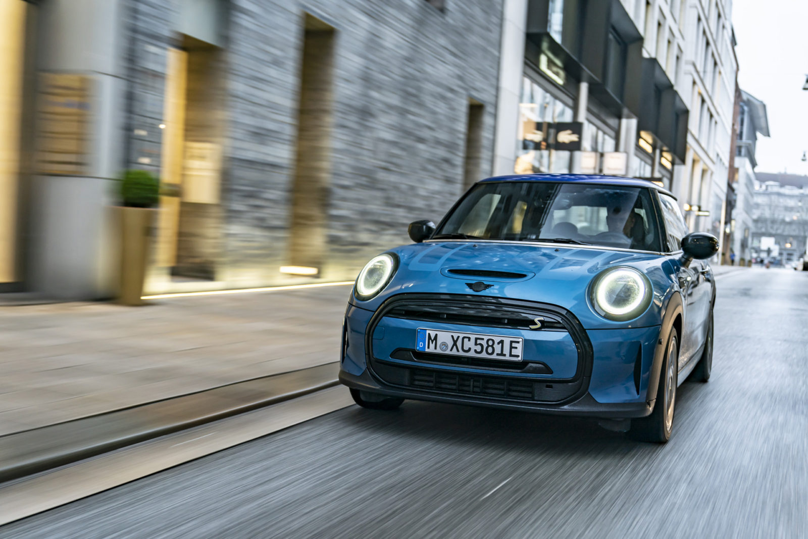 preview:-2022-mini-cooper-se-electric-hatch-receives-new-look