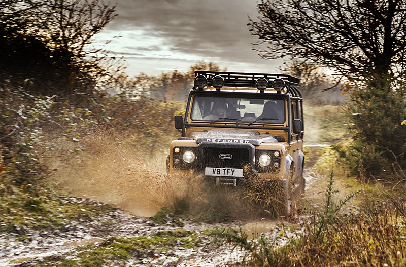 2021-land-rover-classic-defender-works-v8-trophy-(w/video)