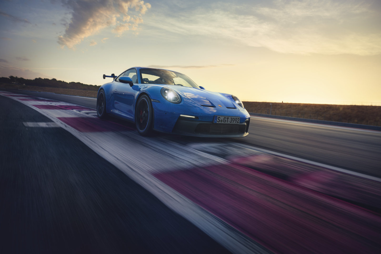 preview:-2022-porsche-911-gt3-revealed-with-502-hp,-available-manual