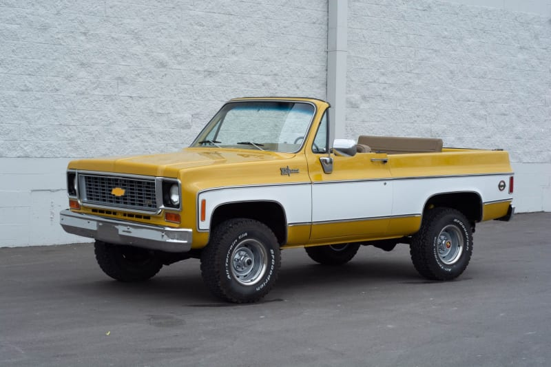 you're-going-to-need-a-bigger…-garage?-1974-chevrolet-k5-blazer-convertible-up-for-auction