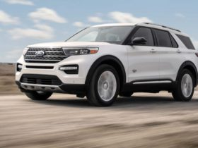 2021-ford-explorer-goes-country-with-king-ranch-grade