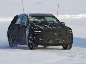 2023-genesis-egv70-spy-shots:-battery-electric-crossover-in-the-works