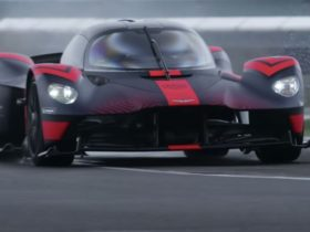 2021-aston-martin-valkyrie-showcased-on-track,-ceo-promises-mid-2021-delivery
