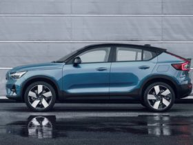 2022-volvo-c40-recharge-debuts-as-automaker's-first-electric-only-model