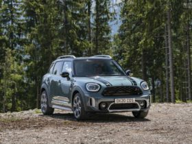mini-countryman-facelift-launched-at-rs-39.50-lakh