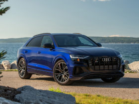 first-drive-review:-2020-audi-sq8-stands-out-by-fitting-in