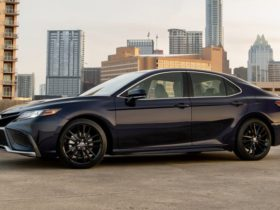 2021-toyota-camry-price-and-specs:-more-tech,-higher-rrps,-v6-axing-confirmed