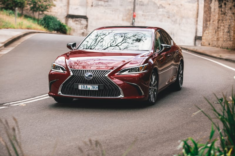 2021-lexus-es300h-luxury-review