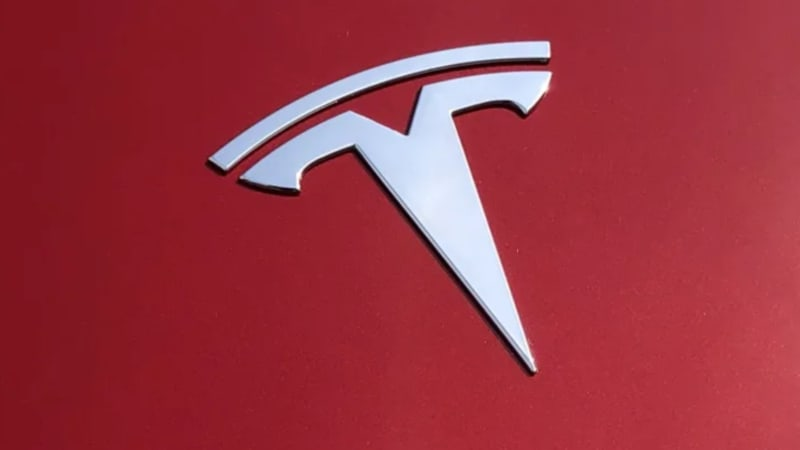 survey-reveals-the-main-reason-people-buy-a-tesla-(and-it's-not-elon-musk)