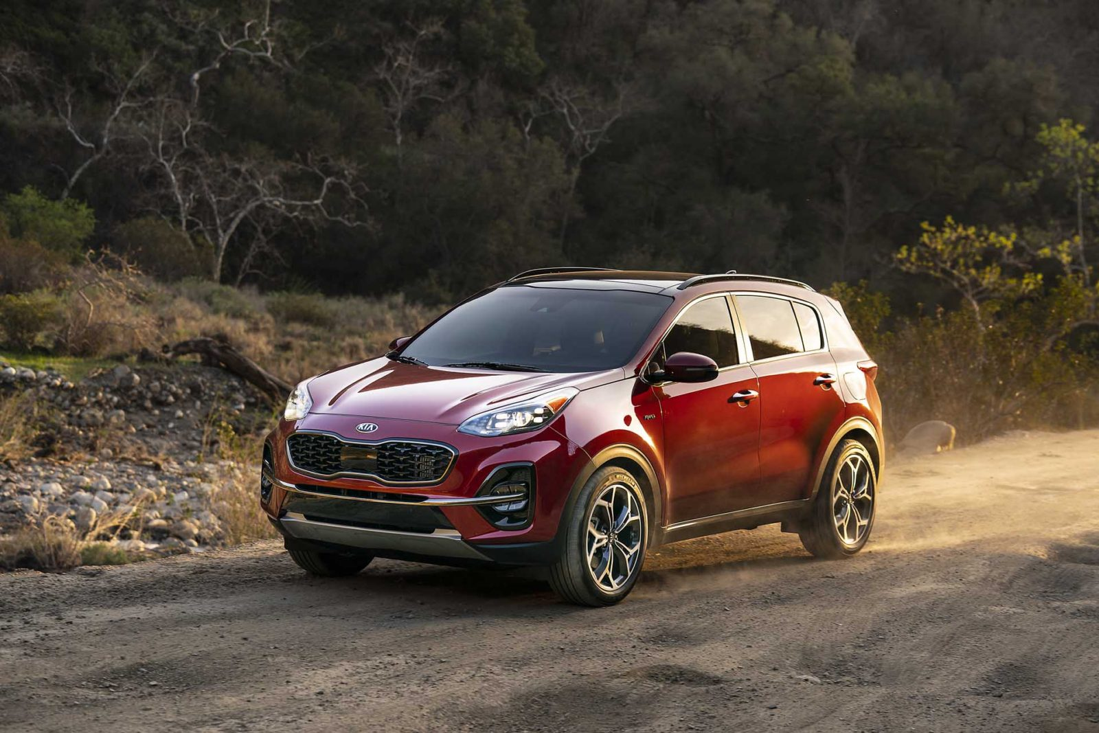 park-outside-due-to-fire-risk,-kia-says-in-recall-of-380,000-sportage-and-cadenza-models