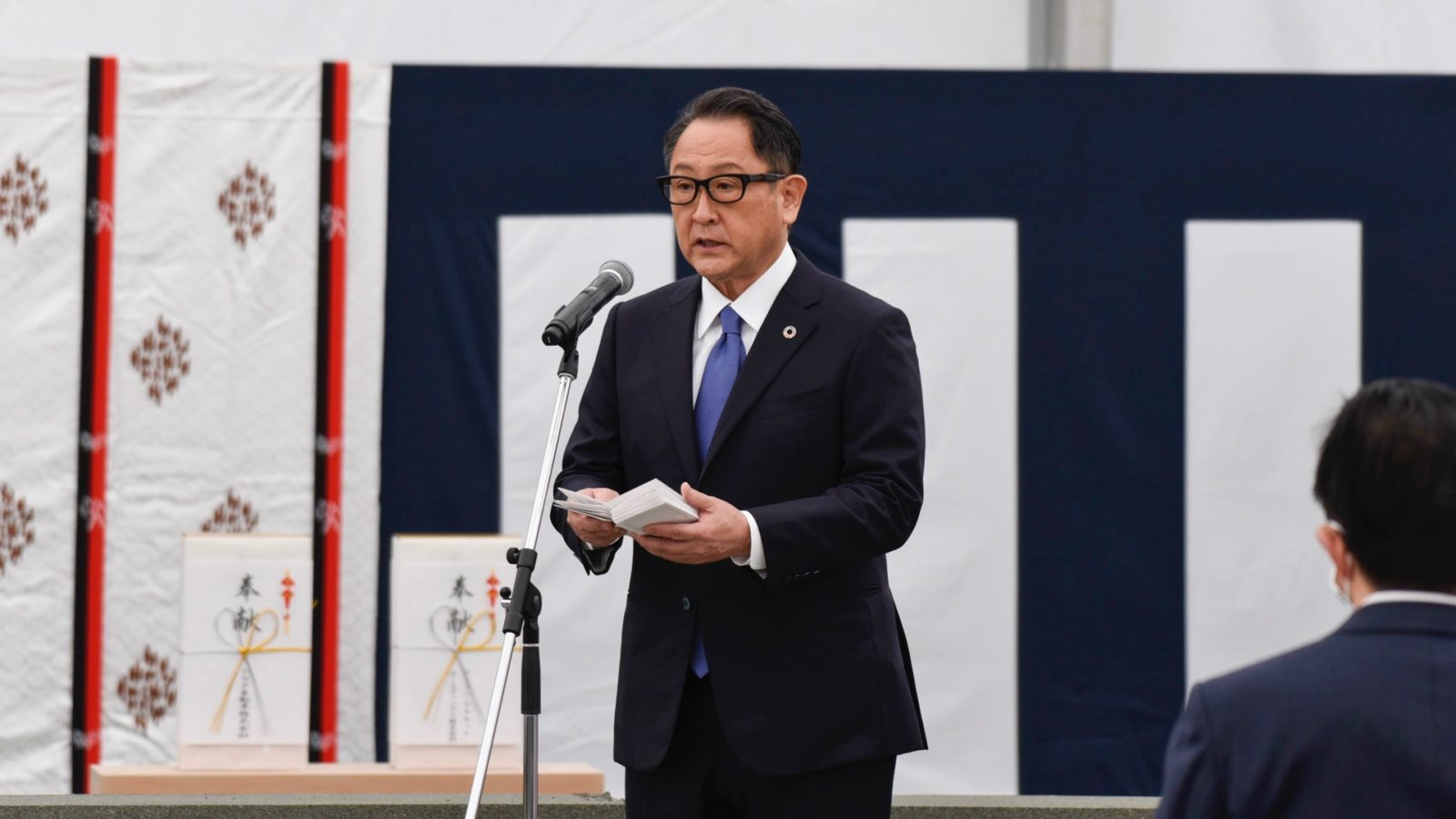 toyota-chief-warns-apple-over-tech-firm's-car-plans