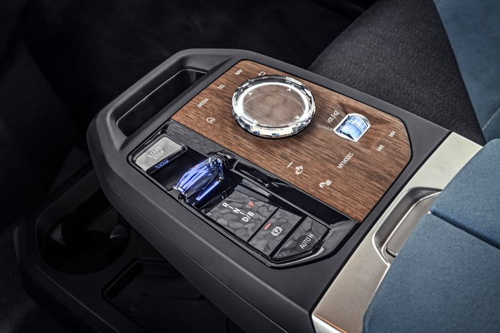 preview-of-the-more-advanced-idrive-in-the-new-bmw-ix-sav