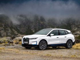 preview:-2022-bmw-ix-xdrive50-promises-500-hp,-300-mile-range,-and-starting-price-in-$80,000-bracket