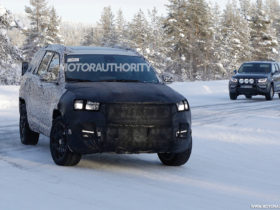 2022-jeep-compass-based-3-row-crossover-spy-shots:-compact-family-hauler-in-the-works
