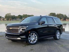 2021-cadillac-escalade,-chevy-tahoe-and-suburban,-gmc-yukon-recalled-for-seat-belt-issue
