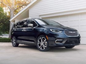 2021-chrysler-pacifica-hybrid-tested,-auction-bids-heating-up,-2022-chevy-bolt-euv-driven:-what's-new-@-the-car-connection