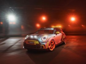 mini-electric-pacesetter-formula-e-safety-car-teases-future-electric-hot-hatches