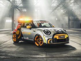 mini-electric-pacesetter-inspired-by-jcw-is-lighter-&-quicker