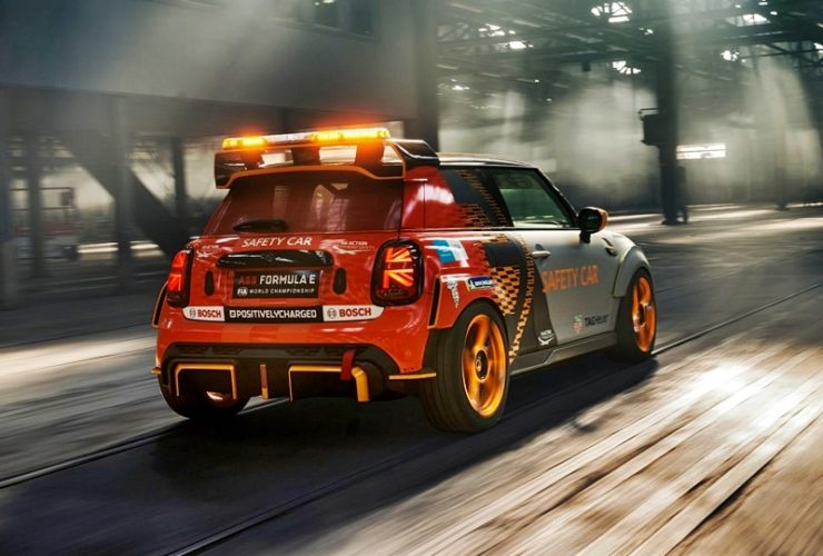 mini-electric-pacesetter-inspired-by-jcw-is-the-new-formula-e-safety-car