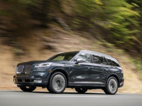 lincoln-aviator-joins-millions-of-other-vehicles-recalled-for-faulty-rearview-camera