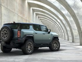 preview:-2024-gmc-hummer-ev-suv-arrives-to-embarrass-ford-bronco-and-jeep-wrangler