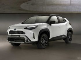 toyota-yaris-cross-gets-adventure-and-premiere-editions
