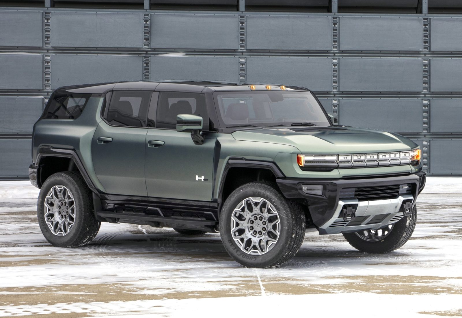 2024-gmc-hummer-electric-suv-ranges-from-$79,995-to-$110,595