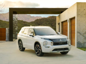 first-drive:-2022-mitsubishi-outlander-suv-looks-different,-feels-roguish