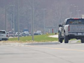 2022-ford-f-150-raptor-r:-supercharged-v8-pick-up-spied-alongside-ram-1500-trx