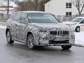 2023-bmw-ix1-spy-shots:-redesigned-x1-crossover-to-offer-electric-option