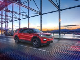 2021-ford-explorer-enthusiast-st:-silly-name-signifies-more-performance-for-less-money