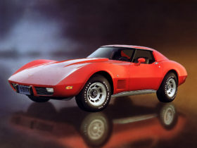 1968-–-1982-chevrolet-c3-corvette-wallpapers