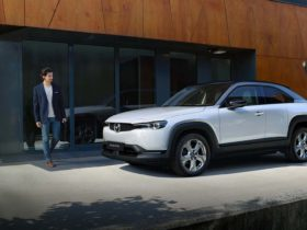 preview:-2022-mazda-mx-30-electric-crossover-has-a-tiny-battery-but-rotary-backup