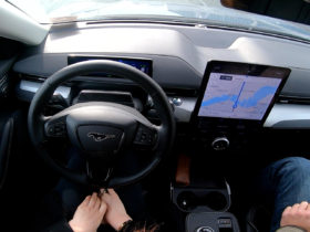 ford-bluecruise-unlocks-hands-free-driving,-replaces-active-drive-assist