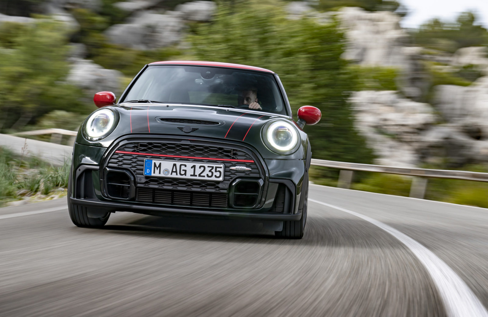 preview:-2022-mini-john-cooper-works-hardtop-arrives-with-new-look,-old-power
