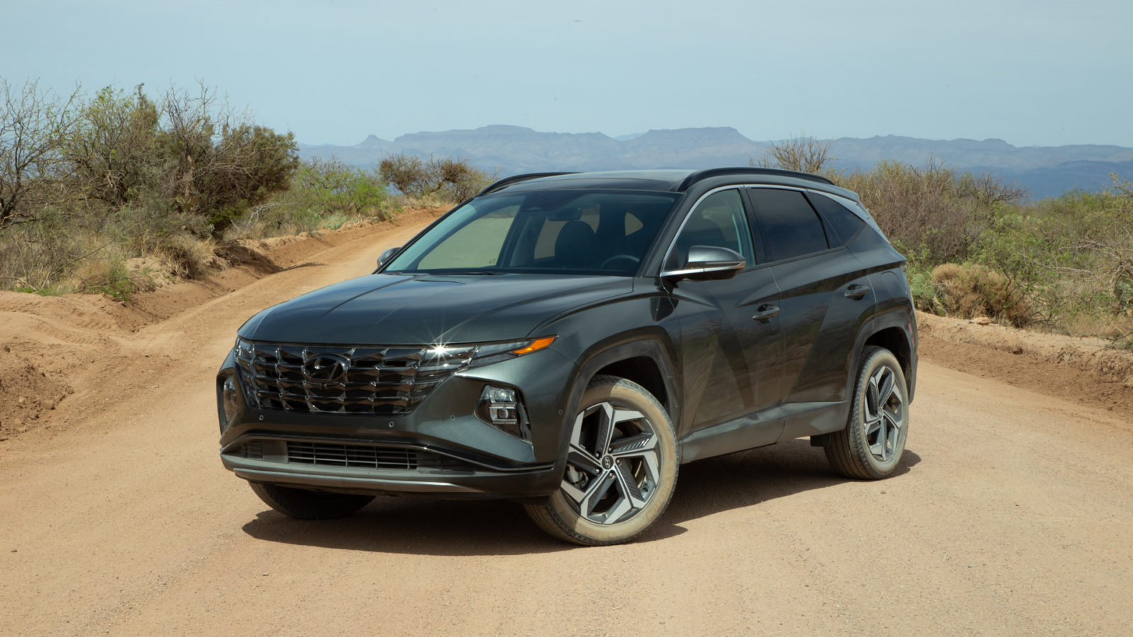 first-drive:-2022-hyundai-tucson-electrifies-its-looks-and-powertrain