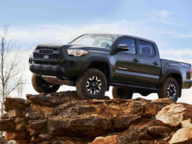 hybrid-and-battery-electric-toyota-pickup-trucks-coming-soon