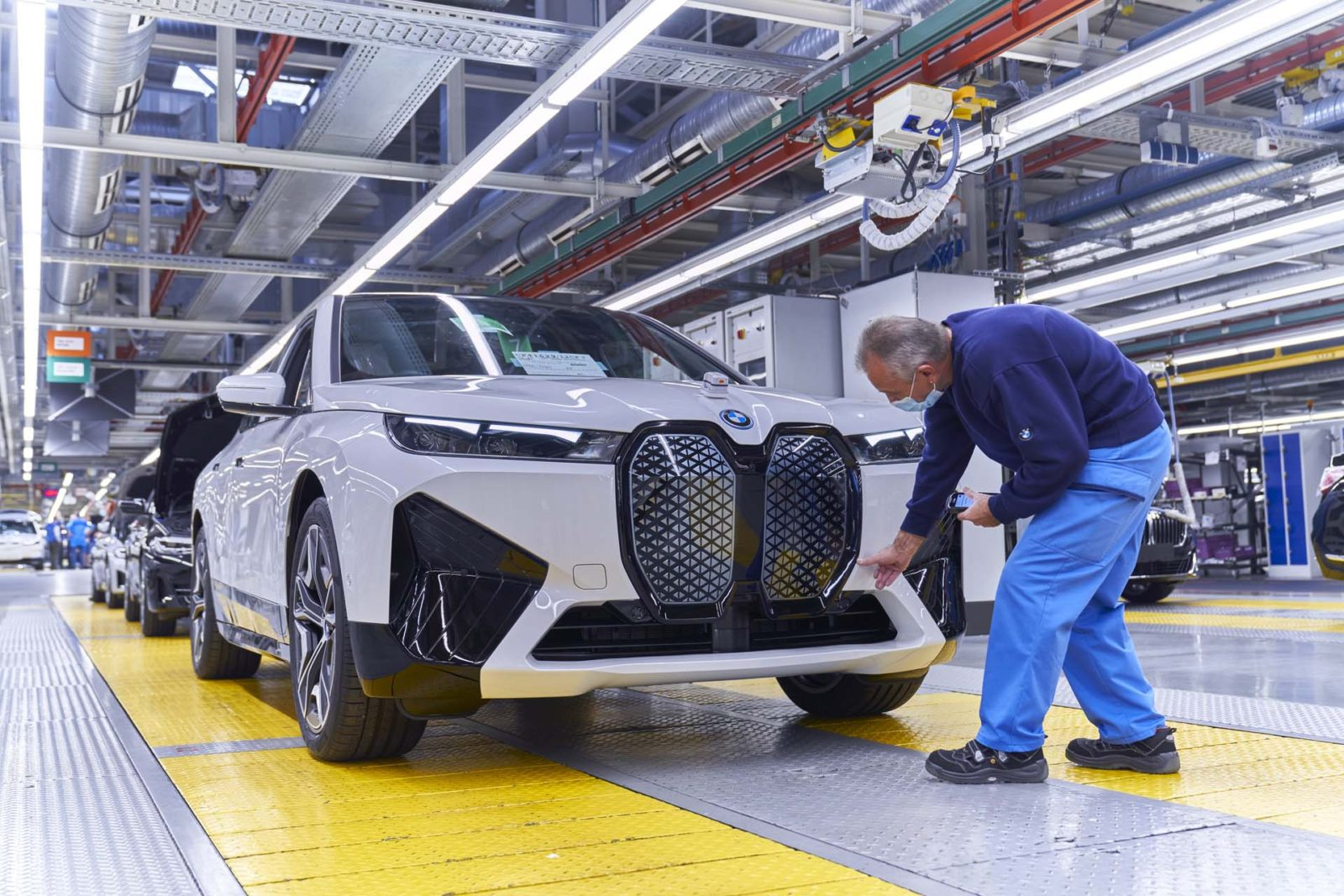 bmw-promises-prototype-solid-state-batteries-before-2025,-in-production-by-2030