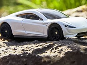 matchbox-toy-cars-to-go-carbon-neutral-–-and-its-first-model-is-the-tesla-roadster