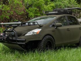 toyota-prius-converted-into-an-extreme-vehicle-for-hunters