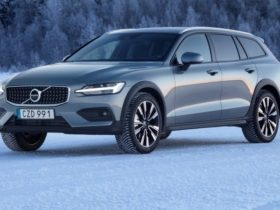 2022-volvo-v60-cross-country:-australian-launch-due-august-2021-with-mild-hybrid-petrol-engines,-regular-v60-axed