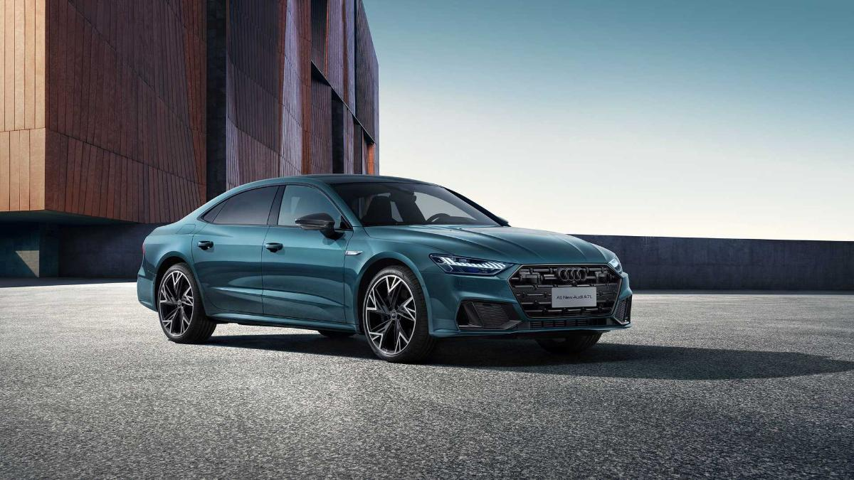 the-video-shows-the-luxury-sedan-audi-a7l-in-detail