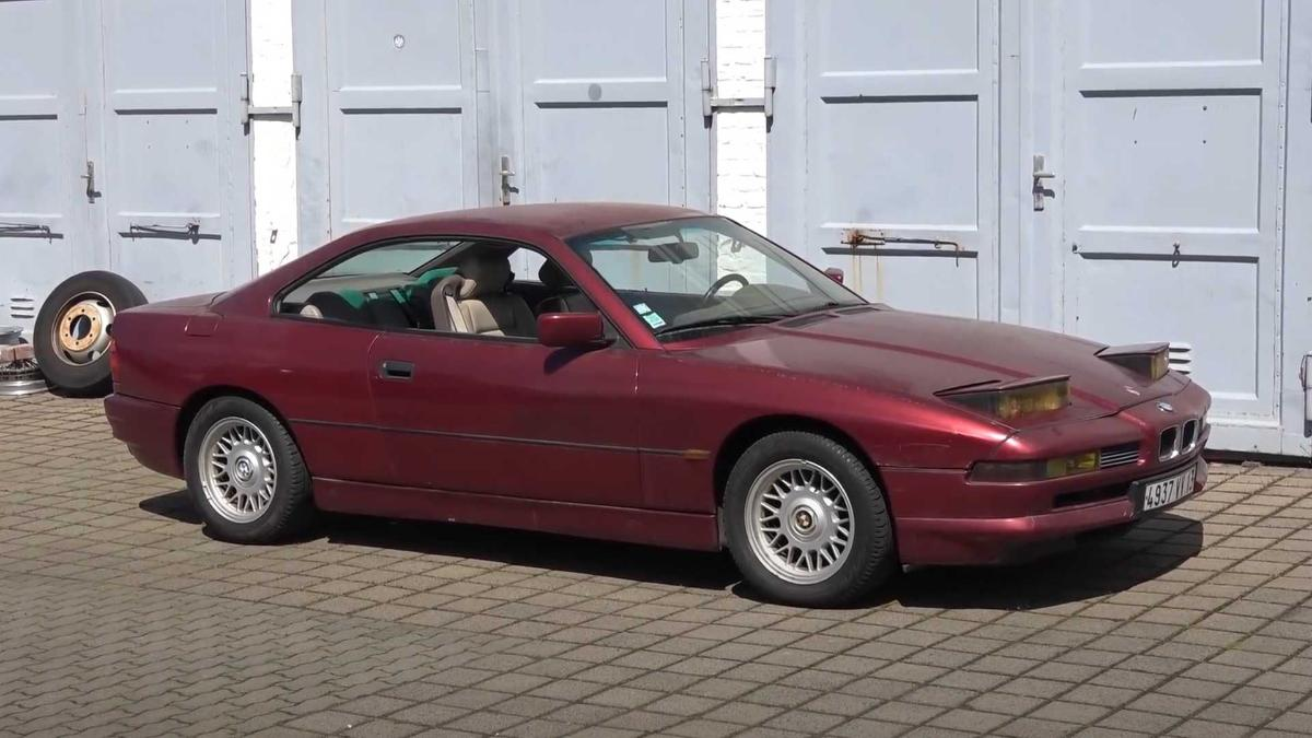 this-30-year-old-bmw-850i-was-forgotten-in-the-parking-lot-for-10-years