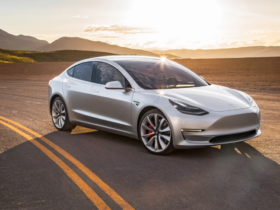 drag-racing-–-a-new-version-of-the-electric-tesla-model-3-against-the-old