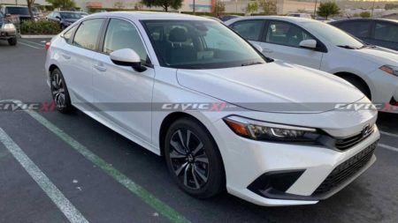 2022-honda-civic-spotted-in-us-supermarket-parking-lot