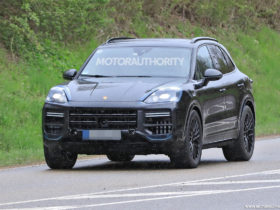 2023-porsche-cayenne-spy-shots:-major-update-pegged-for-performance-crossover
