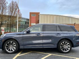 review-update:-2021-lincoln-aviator-grand-touring-charges-up-luxury-suv-hill