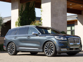 2021-lincoln-aviator-phev-review,-2021-genesis-gv80-revisited,-tesla-to-lose-millions:-what's-new-@-the-car-connection