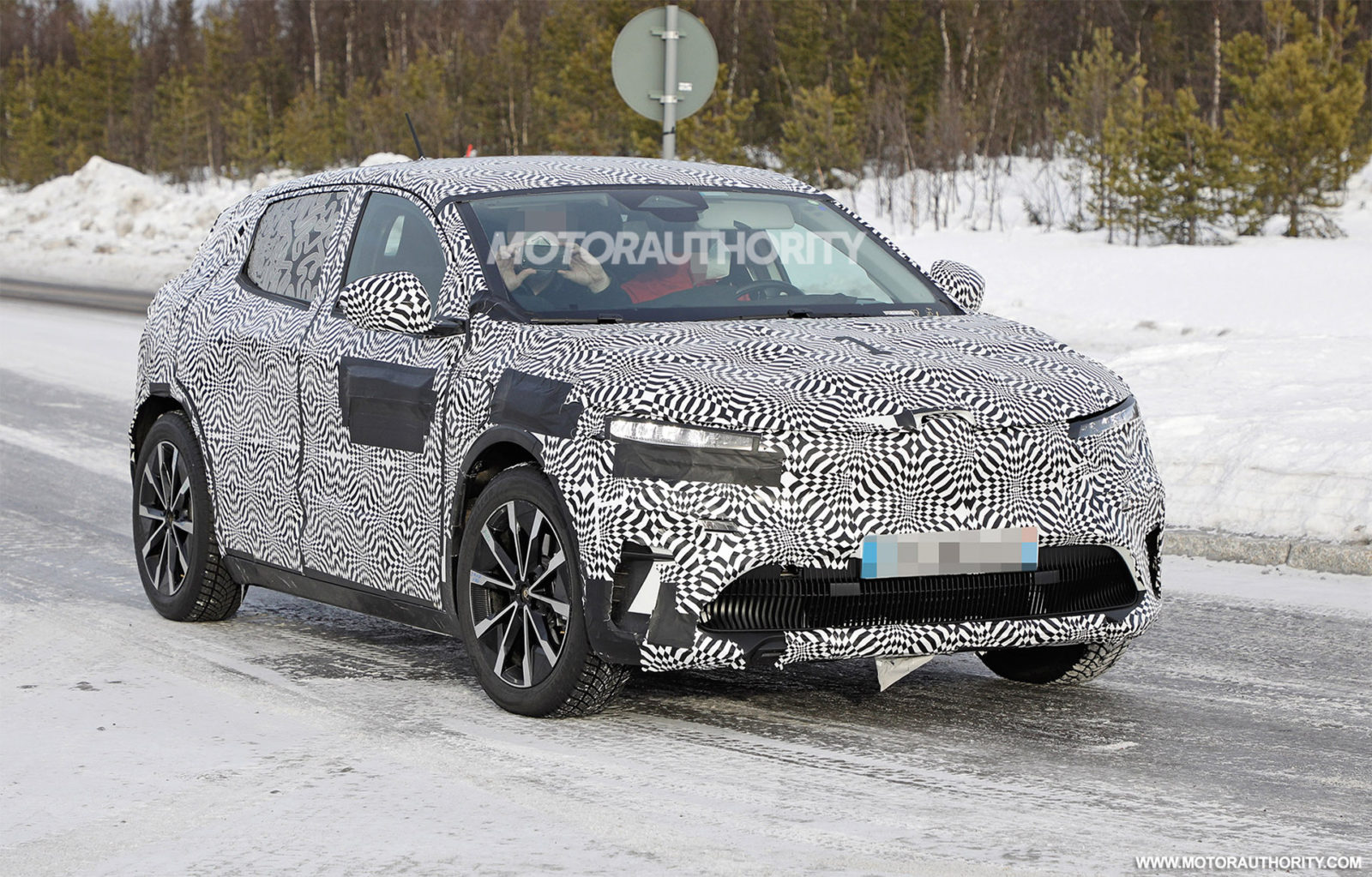 2022-renault-megane-e-tech-electric-spy-shots:-nissan-ariya's-french-cousin-due-in-2022